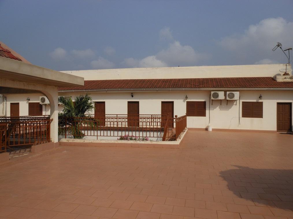 Location de studios pour vos vacances lom la maison du for Acheter des maison